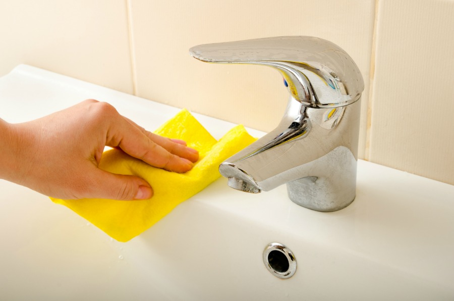 Deep cleaning your bathroom thankful homemaker for Bathroom deep cleaning